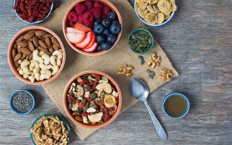 Conheça os alimentos que fazem parte do menu da dieta paleo e quais não deve consumir se segue este regime