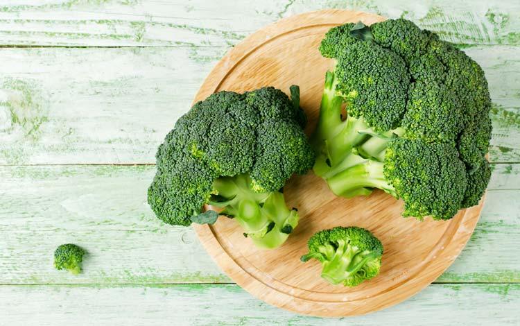 Um estudo revelou que comemos diariamente produtos com pesticidas. Devemo-nos preocupar?