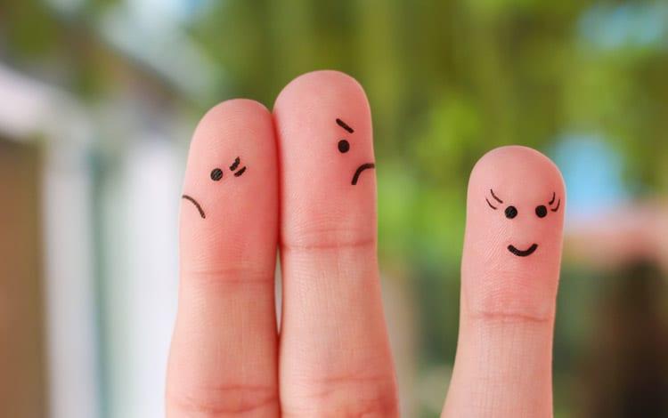 Sogros intrometidos, amigos, filhos... são várias as pessoas que podem interferir na relação de um casal. Saiba como agir sem pôr em causa a sua relação.