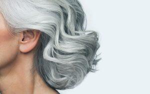 Conheça os cuidados a ter com o cabelo branco para o poder exibir sem complexos