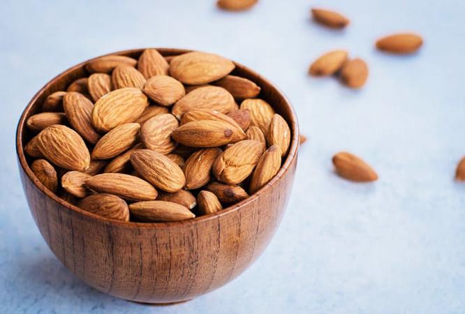 1. Faça snacks de amêndoa