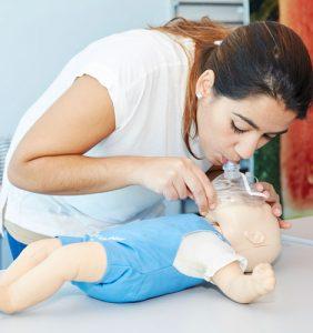 Suporte básico de vida: Compressões: Técnica de ventilação boca-a-boca-nariz: como se faz