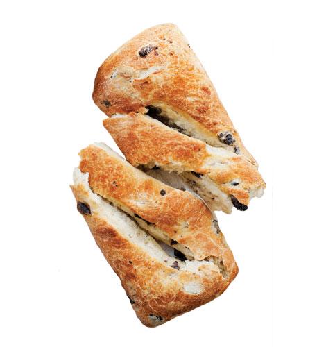 Pão de azeitonas, orégãos e azeite