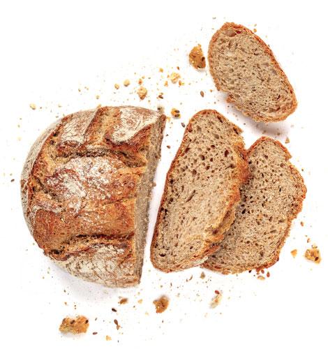 Pão de massa-mãe e cereais